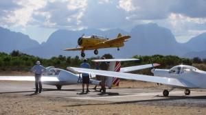 CGC Harvard landing as gliders prep to launch IMG 0057